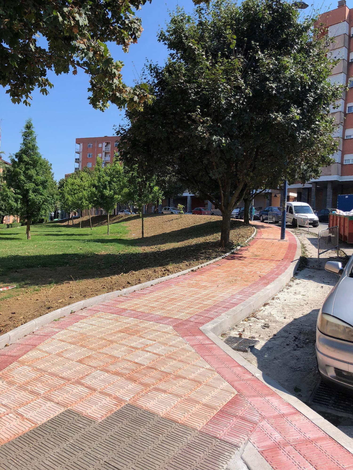 Obra civil modificación y ampliación de aparcamiento en calle El Castañal