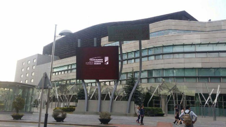 Pantalla exterior del Palacio Euskalduna