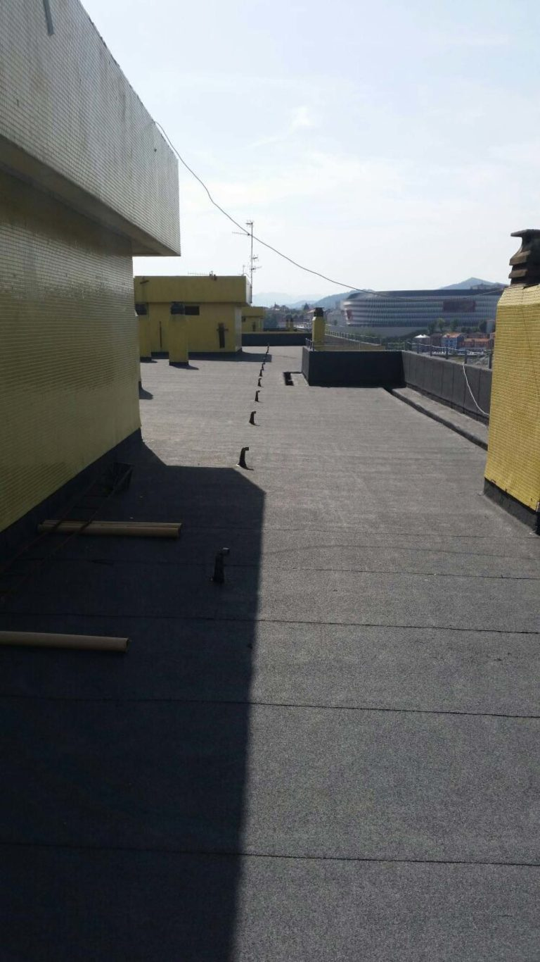 Rehabilitación de cubierta en Avenida Madariaga