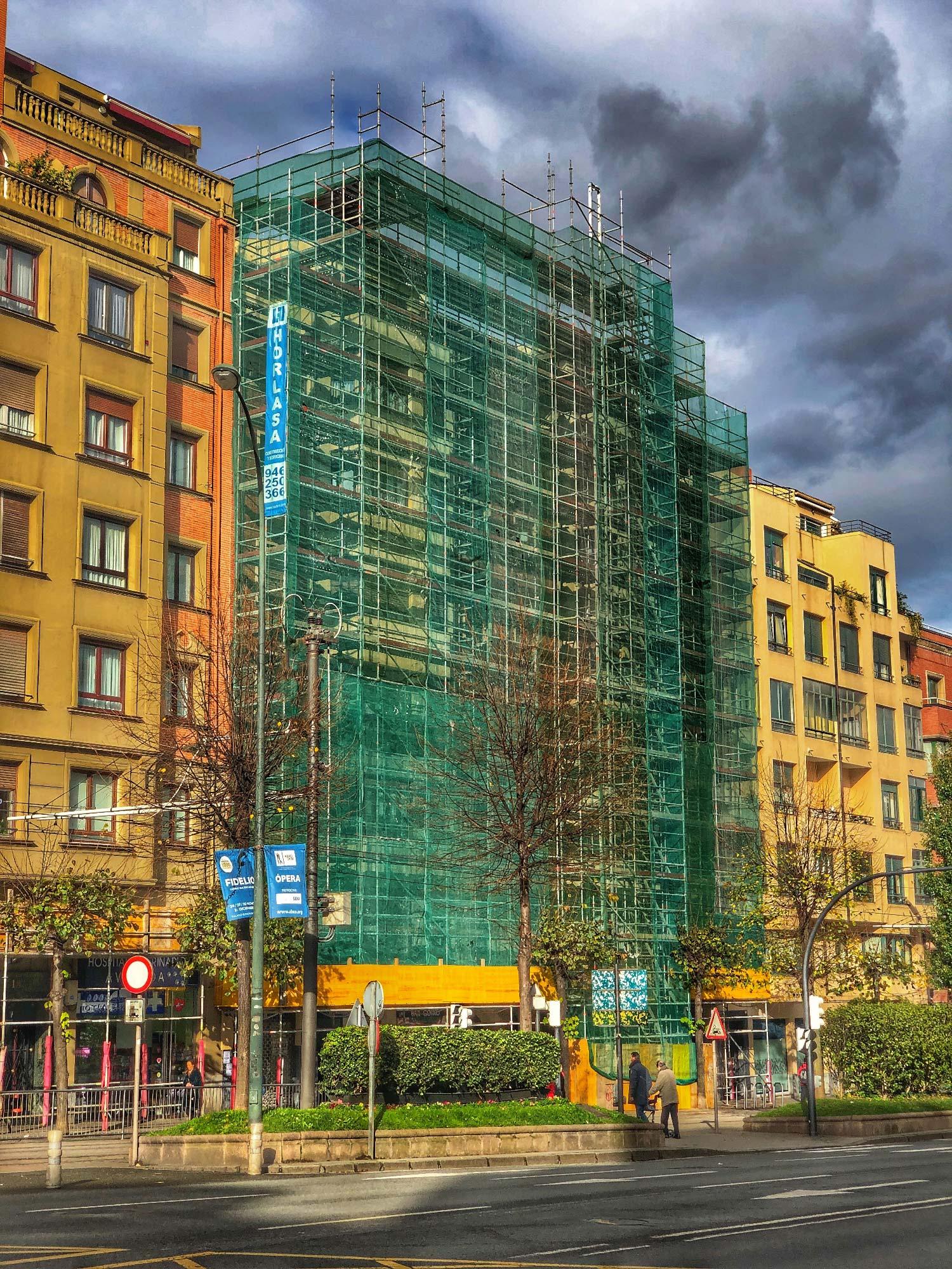 Rehabilitación de fachada cubierta y patio