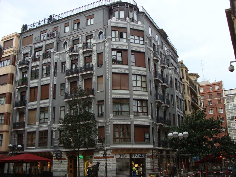 Rehabilitación de fachada y cubierta en calle Diputación