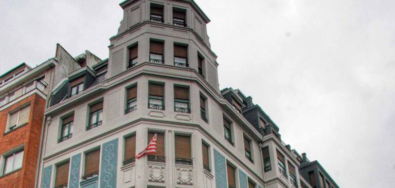 Rehabilitación fachada edificio en la calle Egaña de Bilbao