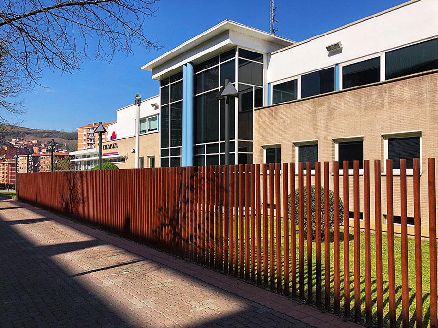Reforma exterior e interior en la Comisaría de la Ertzaintza de Basauri